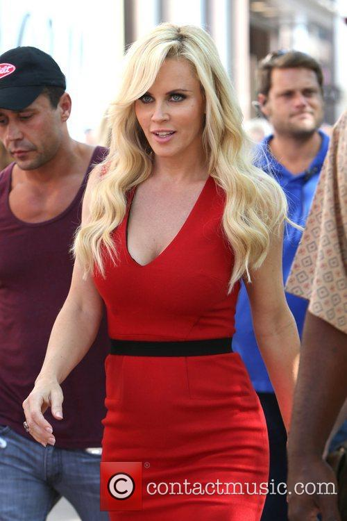 Jenny Mccarthy, Extra and The Grove 5