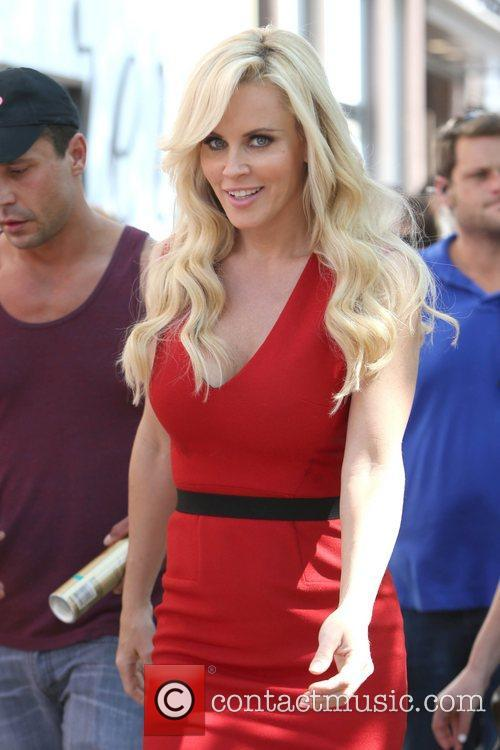 Jenny Mccarthy, Extra and The Grove 4