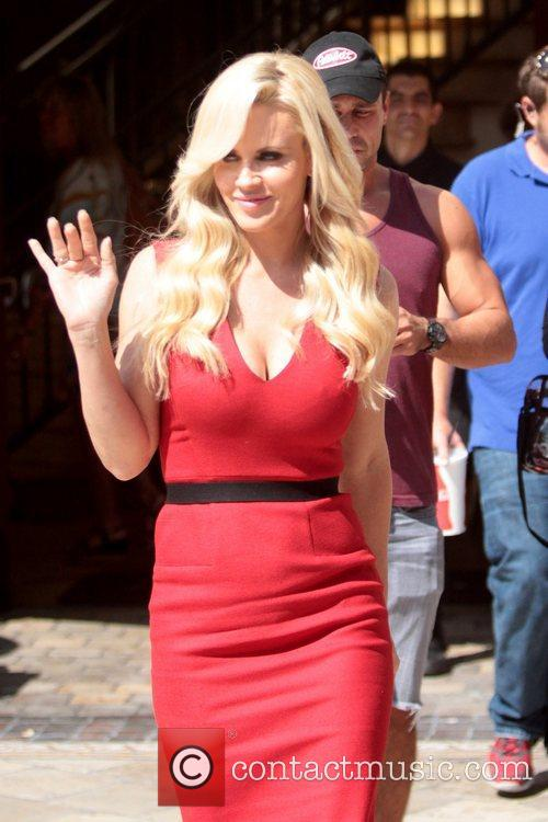 jenny mccarthy appear on extra at the 5929202