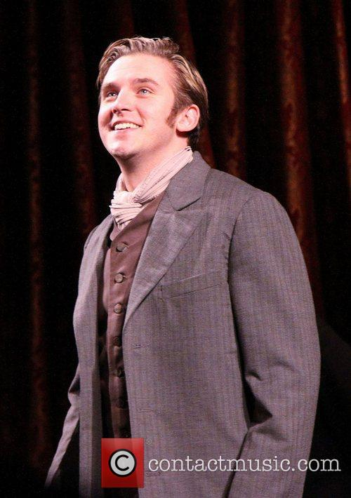 dan stevens on stage during the broadway 4157907