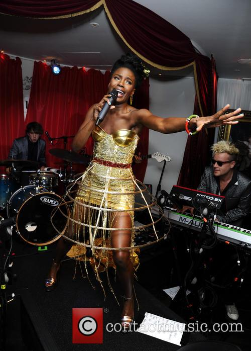 The Noisettes, Baroque and Contact 10