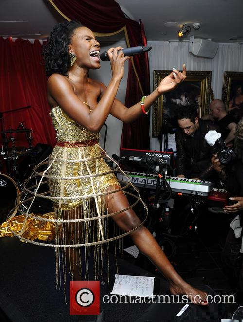 The Noisettes, Baroque and Contact 1