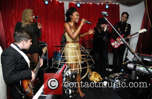 The Noisettes, Baroque and Contact 12