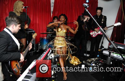 The Noisettes, Baroque and Contact 7