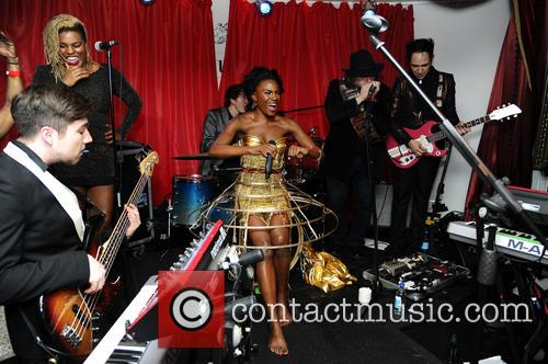The Noisettes, Baroque and Contact 6