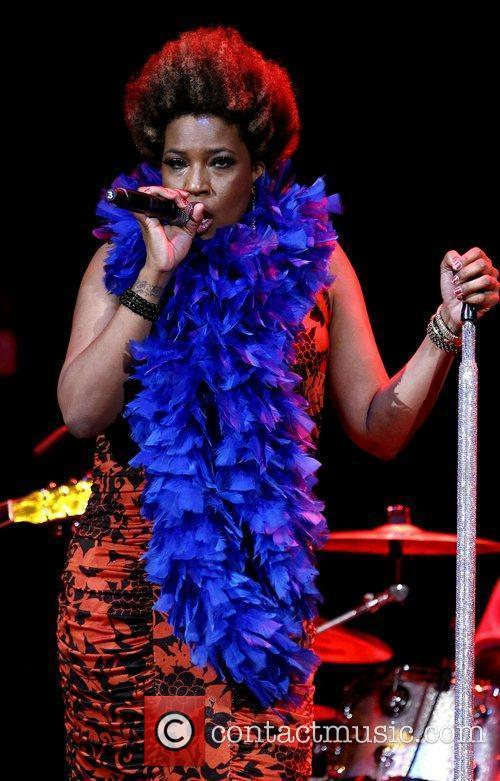 macy gray performing at the pearl inside 4021255