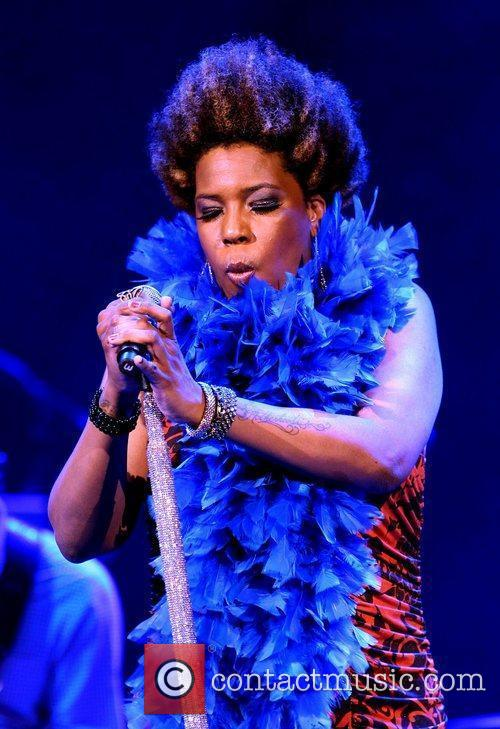 macy gray performing at the pearl inside 4021263
