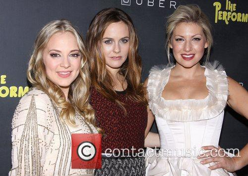 Jenni Barber, Alicia Silverstone, Ari Graynor, The Performers, Espace. New York City
