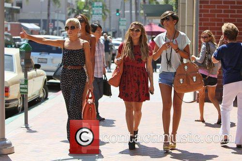 Rochelle Wiseman, Frankie Sandford, Mollie King, The Saturdays and Vanessa White 8