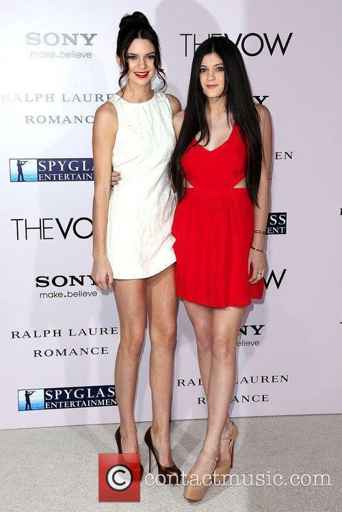 Kendall Jenner, Kylie Jenner and Grauman's Chinese Theatre 1