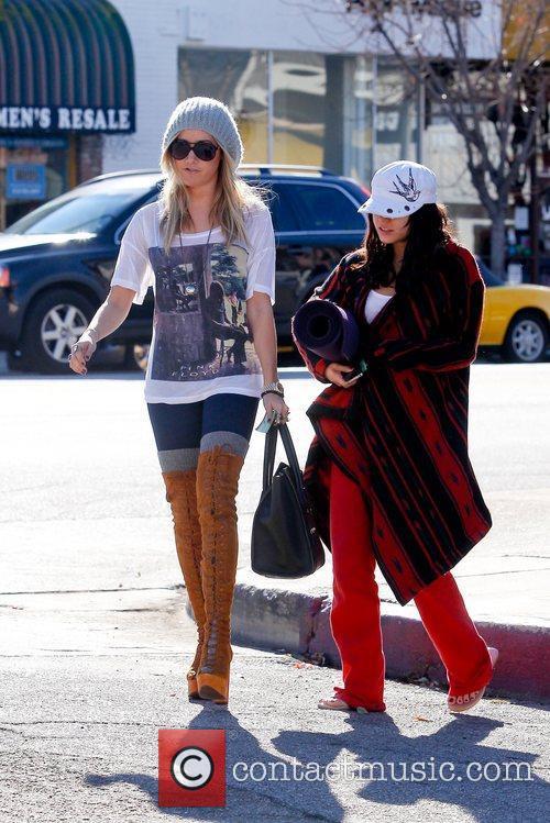 Ashley Tisdale and Vanessa Hudgens 4