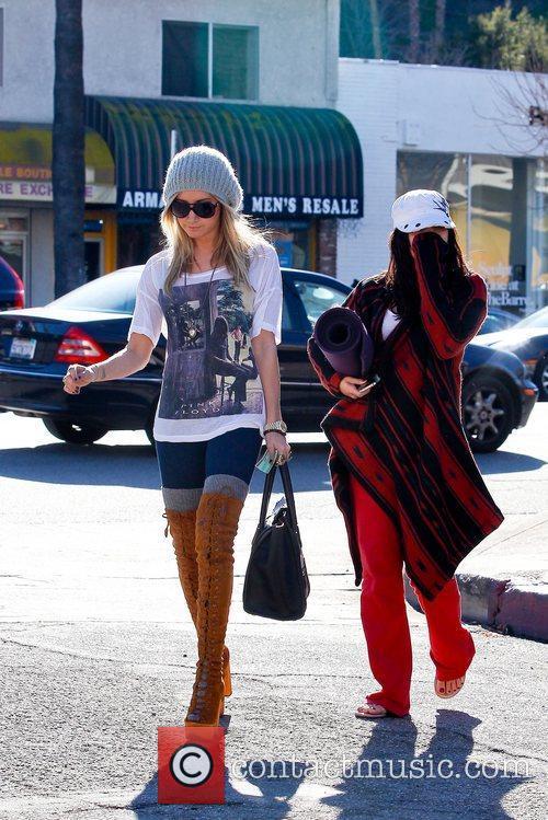Ashley Tisdale and Vanessa Hudgens 7