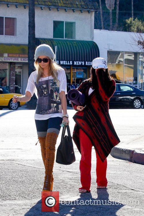 Ashley Tisdale and Vanessa Hudgens 6