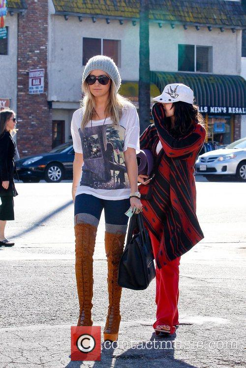 Ashley Tisdale and Vanessa Hudgens 1