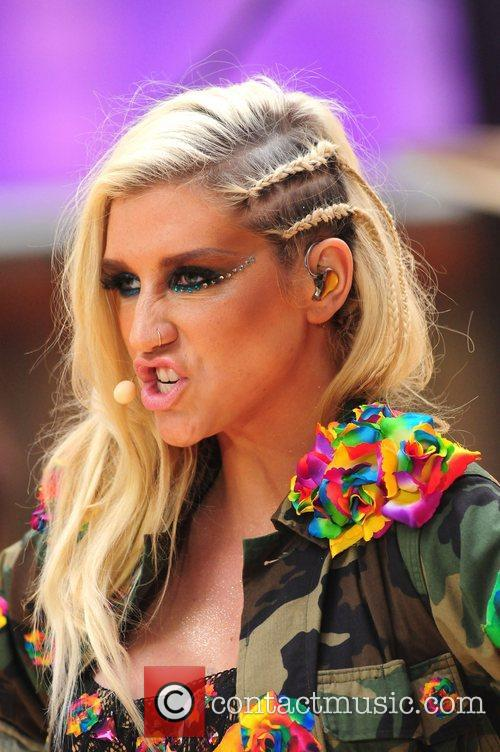 Ke, Kesha, Toyota Thanksgiving Concert Series, Today, Rockefeller Center New York and City 9