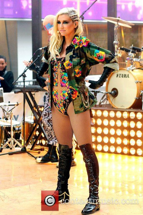 Ke, Kesha, Toyota Thanksgiving Concert Series, Today, Rockefeller Center New York and City 3