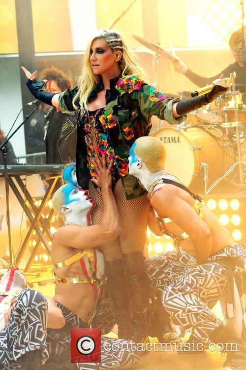 Ke, Kesha, Toyota Thanksgiving Concert Series, Today, Rockefeller Center New York and City 12