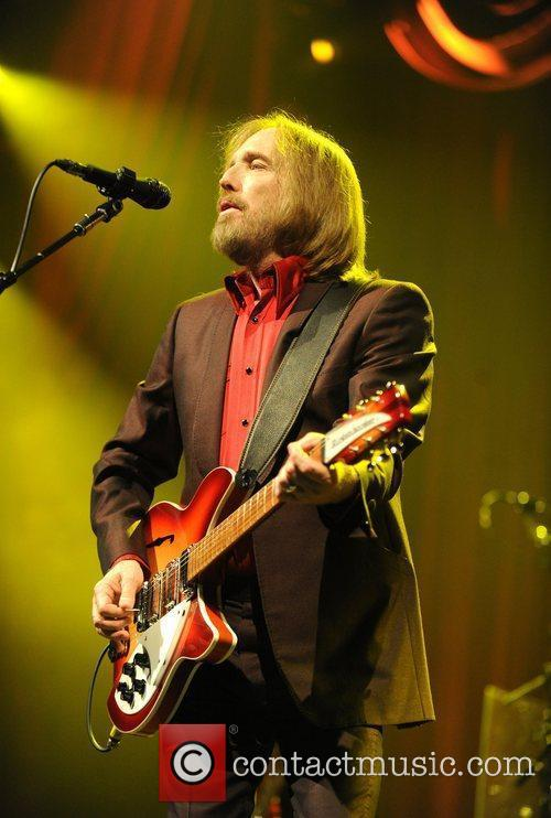 tom petty amp the heartbreakers performing at 3961994