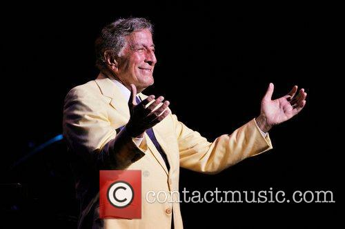 tony bennett performing live in concert at 5822262
