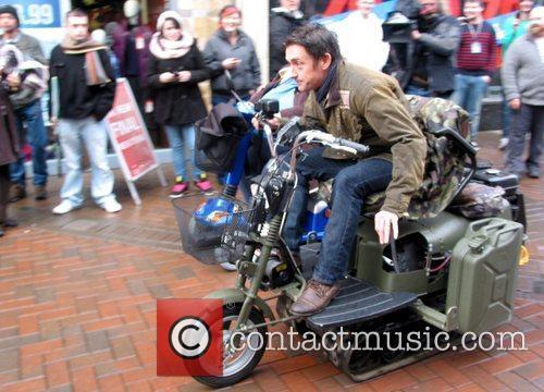 Richard Hammond races his Top Gear co-presenters on...