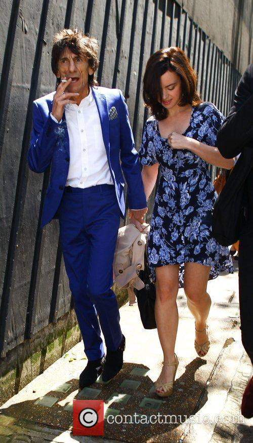 ronnie wood and sally humphries high street 3945549