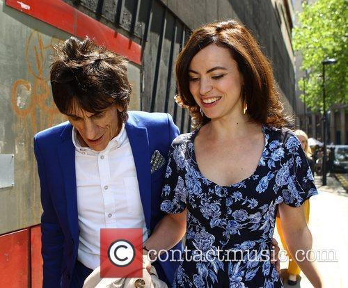 ronnie wood and sally humphries high street 3945555