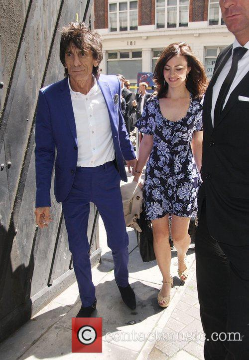 ronnie wood and sally humphries high street 3945614