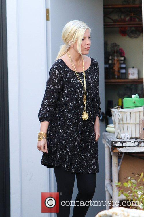 tori spelling spending some time at her 3690965