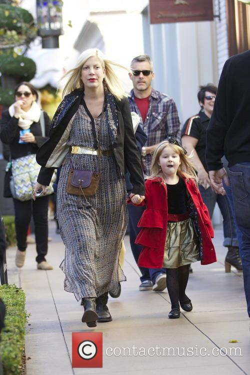 Tori Spelling and Stella Mcdermott 8