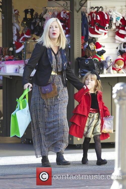 Tori Spelling and Stella Mcdermott 7