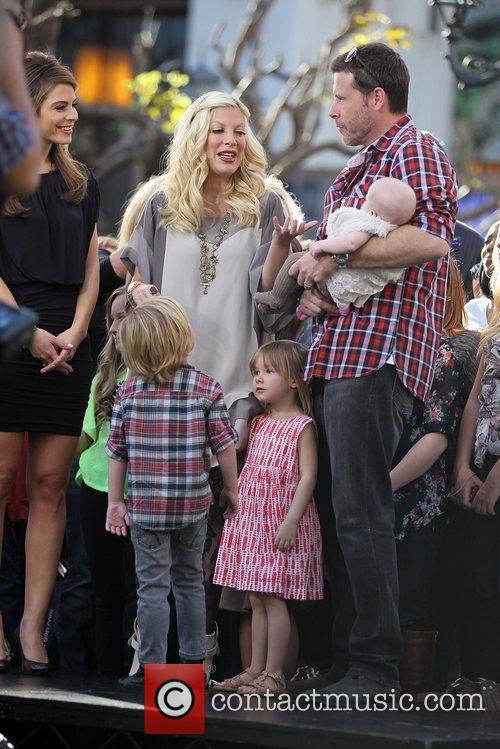 Tori Spelling and Dean McDermott 9