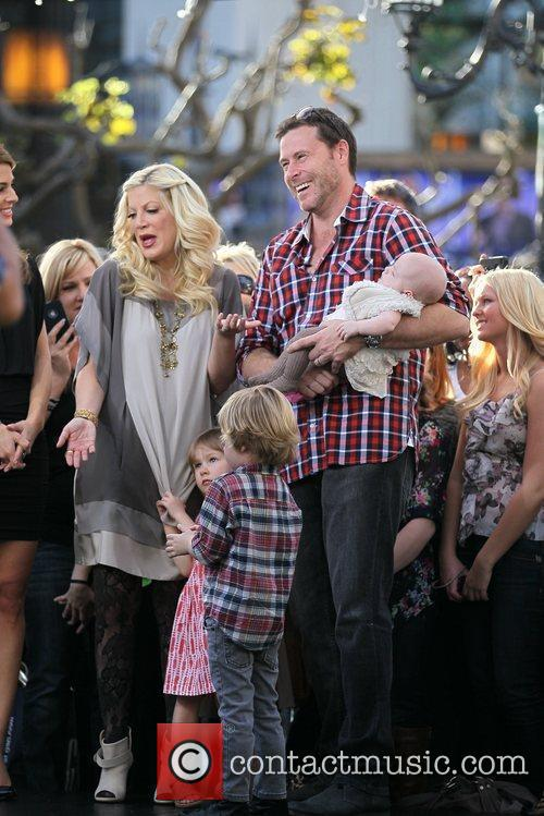Tori Spelling and Dean McDermott 12