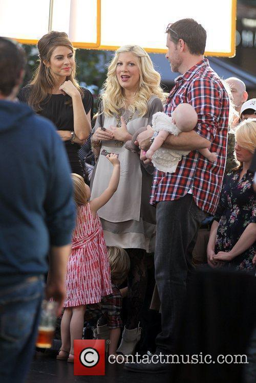 Tori Spelling and Dean McDermott 13