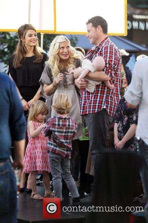 Tori Spelling and Dean McDermott 14