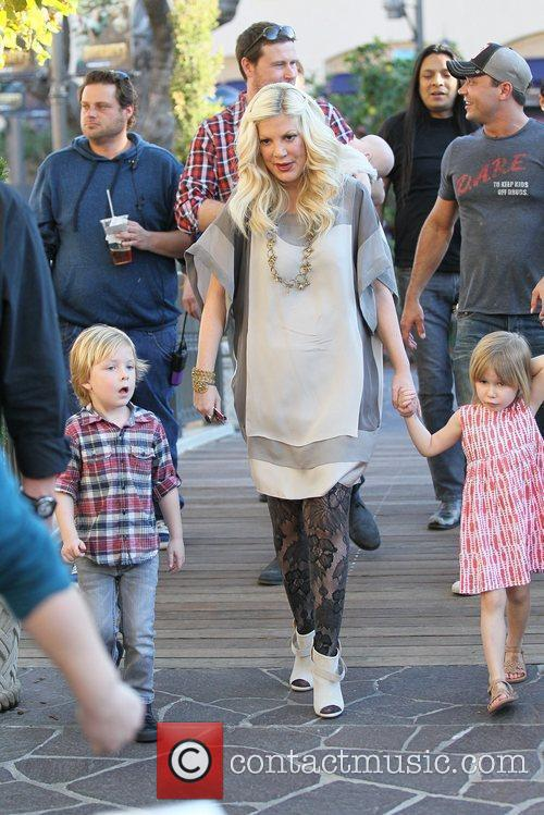 Tori Spelling and Dean McDermott 15