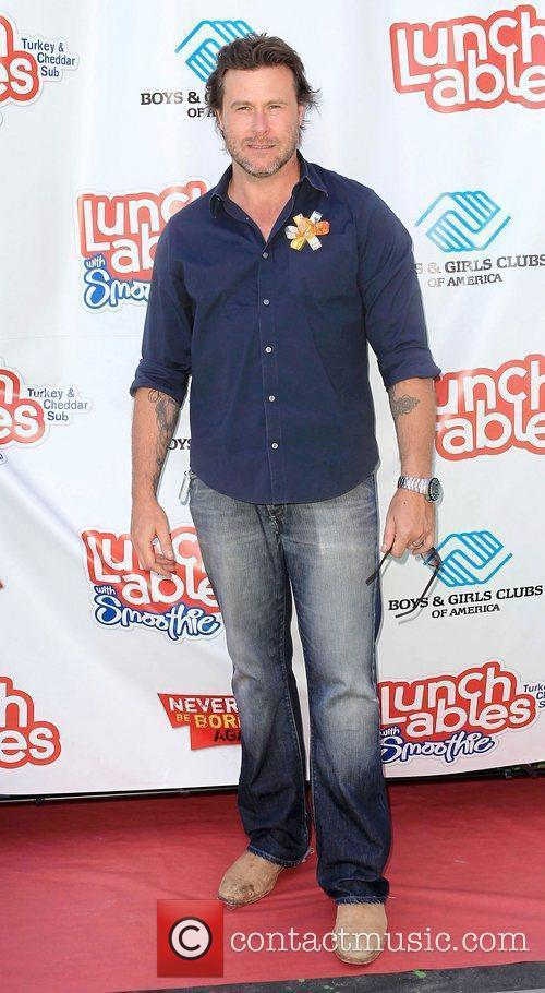 Dean McDermott join the Lunchables Team and Club...