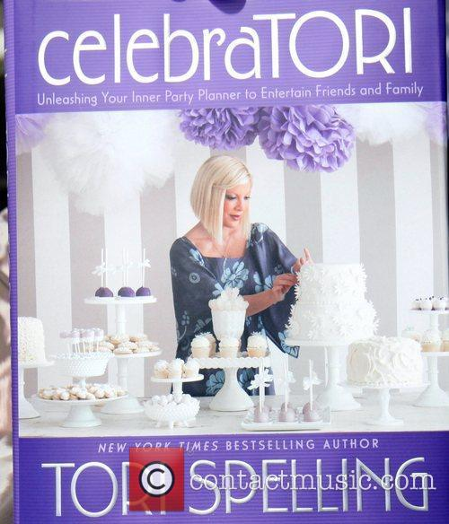 A pregnant Tori Spelling signs her new book,...