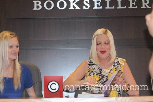 tori spelling tori spelling book signing for 5826746