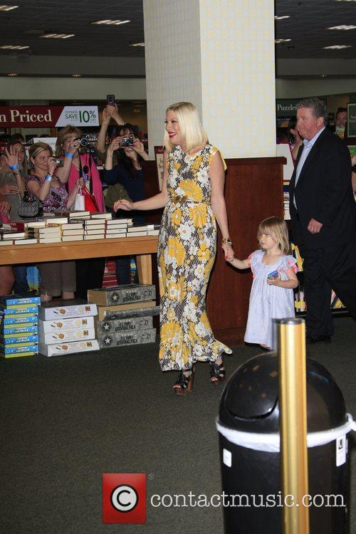 tori spelling book signing for her new 3832951