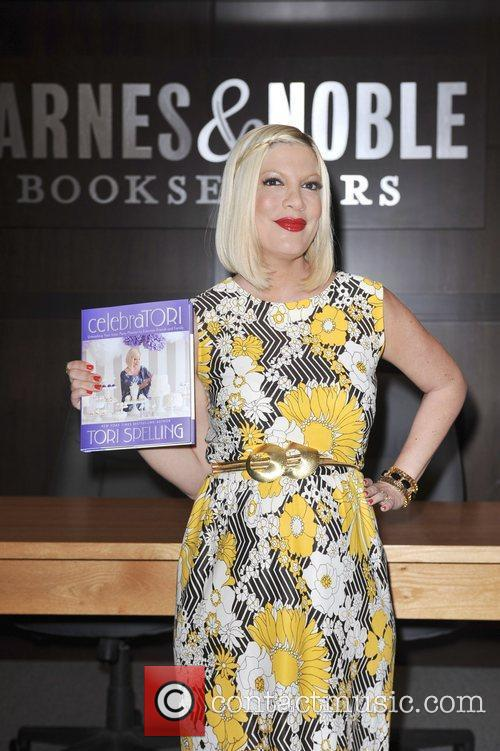 tori spelling tori spelling book signing for 5826776