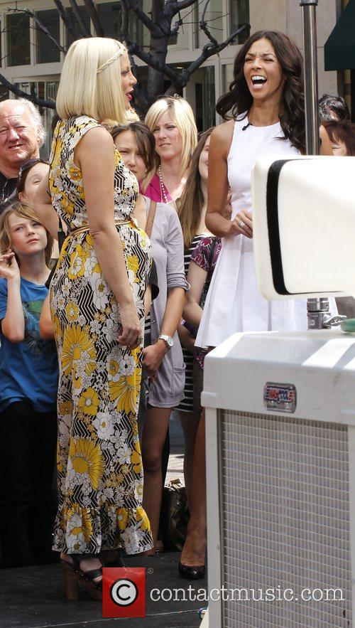 pregnant tori spelling at the grove on 3831840