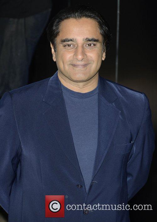 sanjeev bhaskar london premiere of total recall 4035658