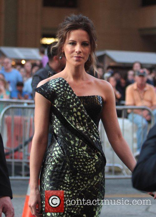 Kate Beckinsale and Grauman's Chinese Theatre 2