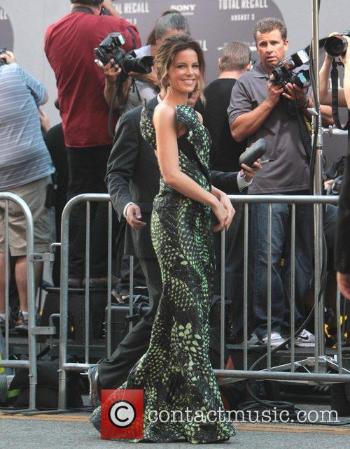 Kate Beckinsale and Grauman's Chinese Theatre 3