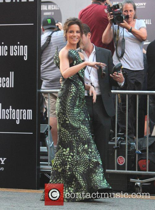 Kate Beckinsale and Grauman's Chinese Theatre 1
