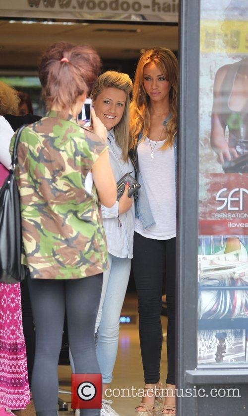 lauren pope at a hairdressers in brentwood 4025434