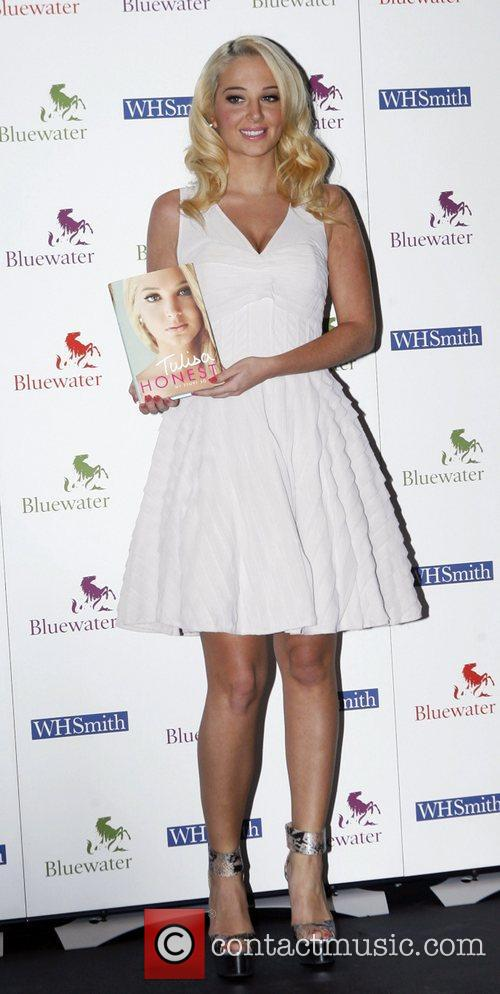 Tulisa Contostavlos and Bluewater 18