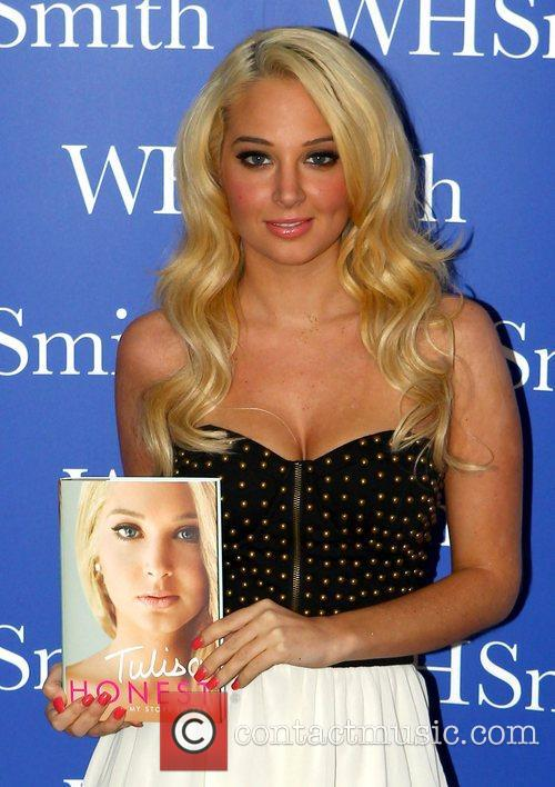tulisa contostavlos signs copies of her autobiography 4101873