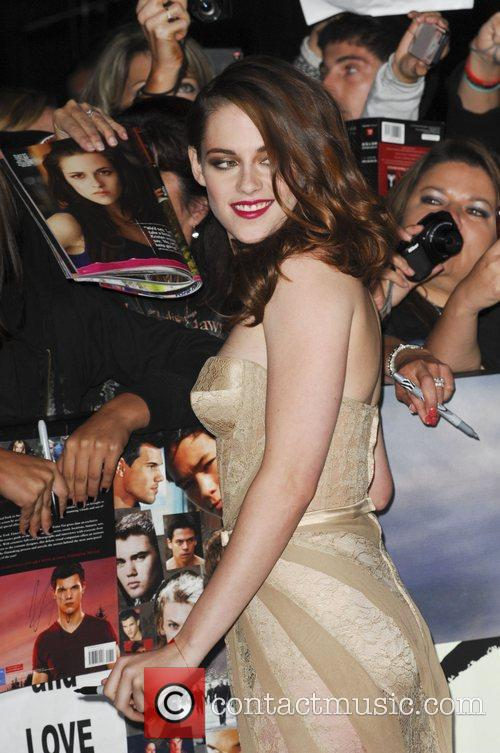 Kristen Stewart Sports A Julian Macdonald Creation at The Breaking Dawn Premiere