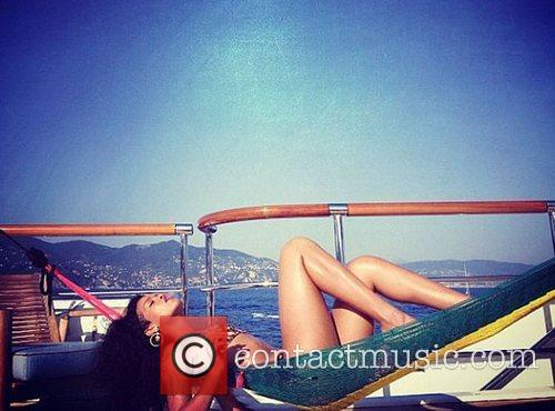 rihanna smoking on her longest vacation ever 4014006